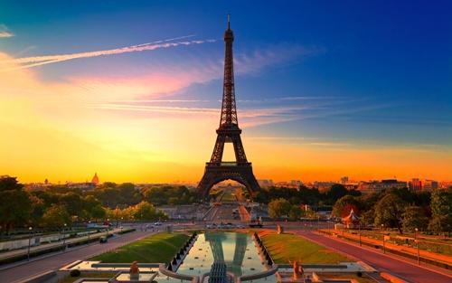 France Spending Honeymoon in Europe