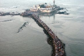 Top 5 Places in Mumbai - Gateway, Mani Bhavan Gandhi, Bollywood, Haji Ali and Cowpatty Beach