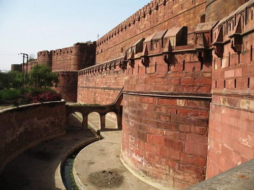 Red Fort of Agra  Well-known Monuments in India