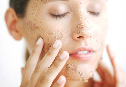 10 Common Mistakes That Damage Your Skin