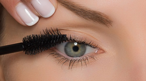 Seven Tips On How To Easily Apply False Eyelashes Professionally