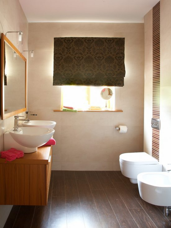 to decorate a beautiful small bathroom creatively and efficiently