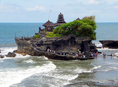 Photo of Gorgeous Places in Bali – Tanah Lot Temple, Kuta Beach and Gigit Waterfall