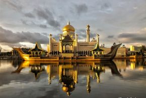 Fascinating Places in Brunei - Kampong Ayer, Royal Regalia Museum, Istana Nurul Iman and Sultan Omar Ali Saifuddin Mosque