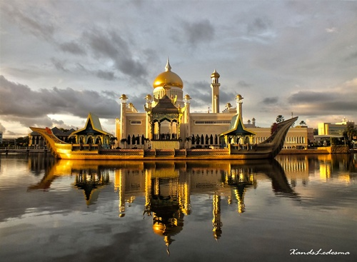 The Sultan Omar Ali Saifuddin Mosque Fascinating Places in Brunei