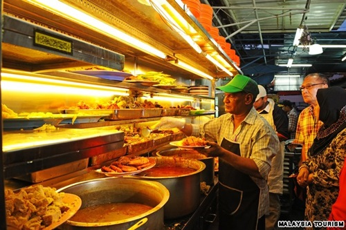 The Traditional Restaurants and Dishes in Malaysia