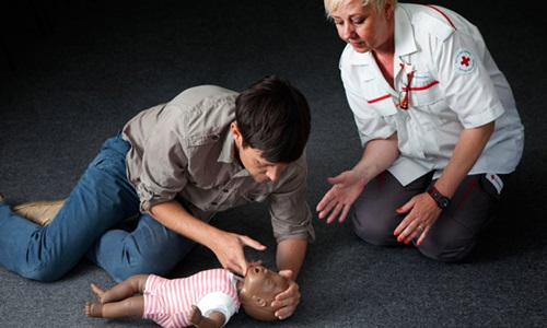 10 First Aid Mistakes That Can Do More Damage Than Good