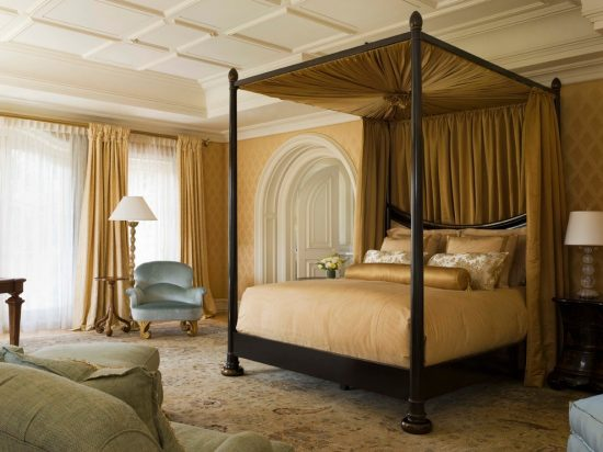 Get a royal bedroom look with amazing 2016 bed curtains