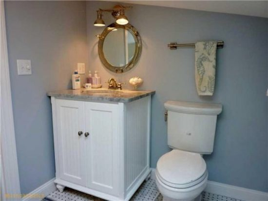 Smart interior ideas for a prettier small bathroom design that appears larger